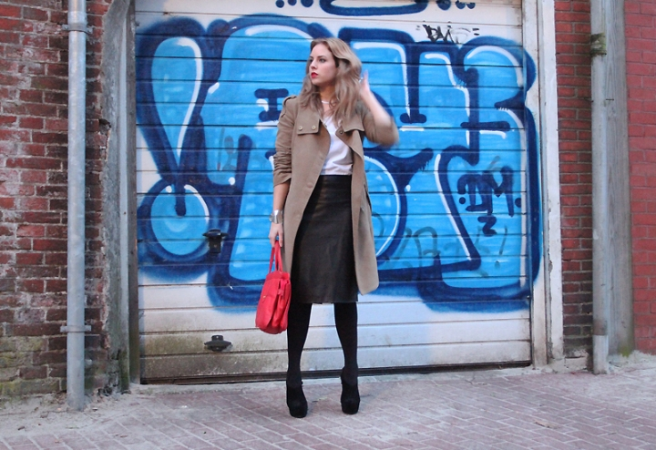 Outfit_LeatherSkirt2