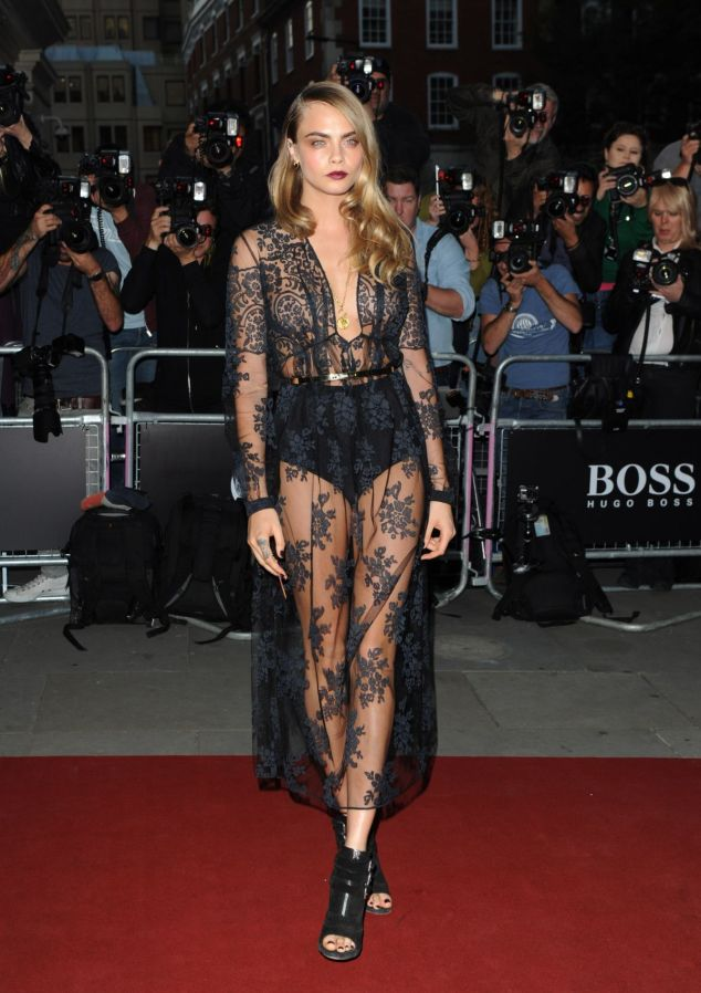 cara-delevingne-at-gq-men-of-the-year-awards-2014_2